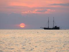 Sailboat-during-sunset-above-the-sea-in-Neos-Marmaras-Greece