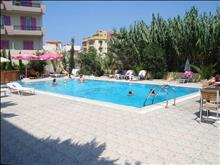 Eleni Palace Apartments: Pool