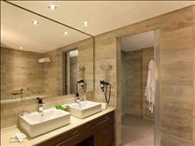 Boutique 5 Hotel & Spa: Executive Suite Bathroom