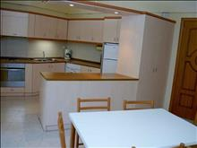 Niki Hotel Apartments: Kitchen