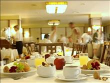 Theartemis Palace Hotel: BREAKFAST