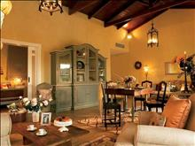 Grecotel Eva Palace: Villa Dream living and dinning area