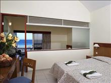Avra Beach Resort: Family Room