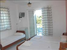 Koralli Beach Hotel: Triple Room