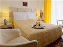 Akrogiali Small Boutique Hotel: Family Room