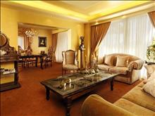 Capsis, Ruby Red Hotel: Presidential Suite Living Room