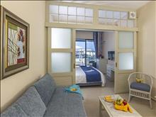 Sunshine Crete Beach: Family Room