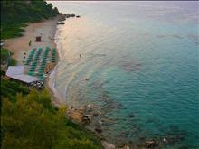 Aristoteles Beach Hotel: The beach
