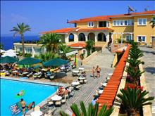 Aristoteles Beach Hotel: Pool bar and main building